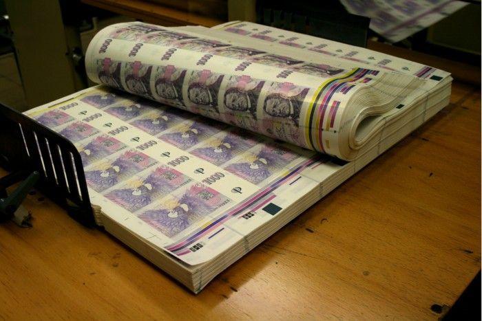 Peníze - CZK - koruny - tisk peněz