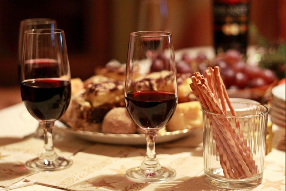 Prostřený stůl - víno