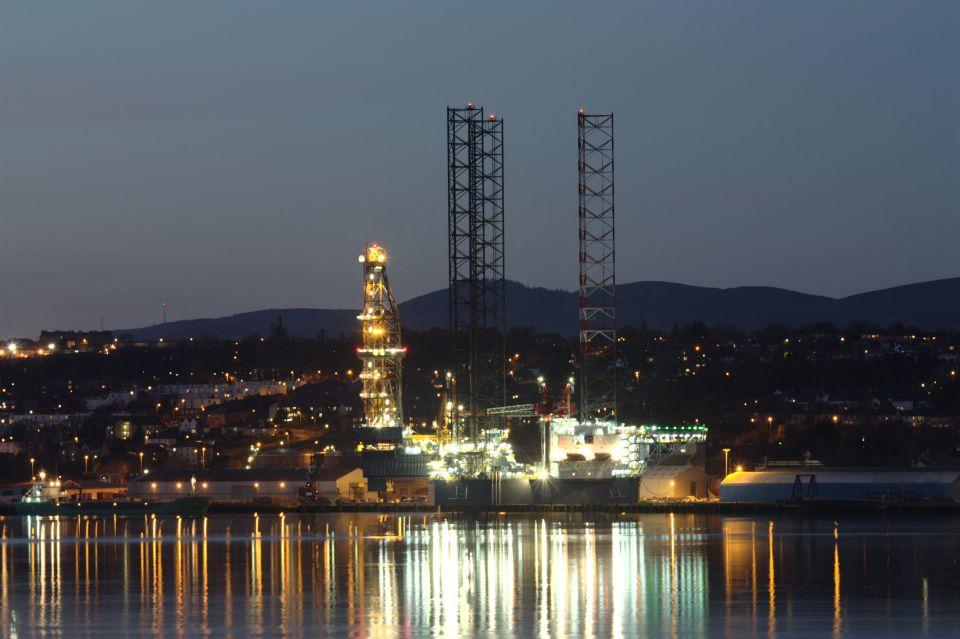 Těžba ropy - ropná plošina