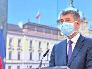 Andrej Babiš v roušce - deficit státního rozpočtu 2020