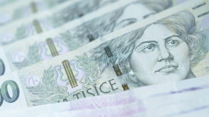 Peníze - české koruny - bankovky - CZK - Státní rozpočet srpen 2020